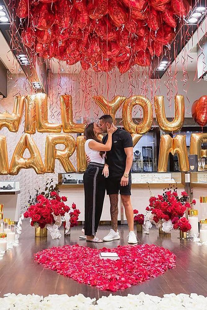 18 Best Romantic Proposals That Inspire You