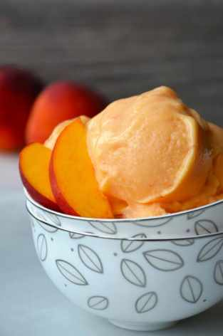 Healthy-Peach-Frozen-Yogurt-Recipes