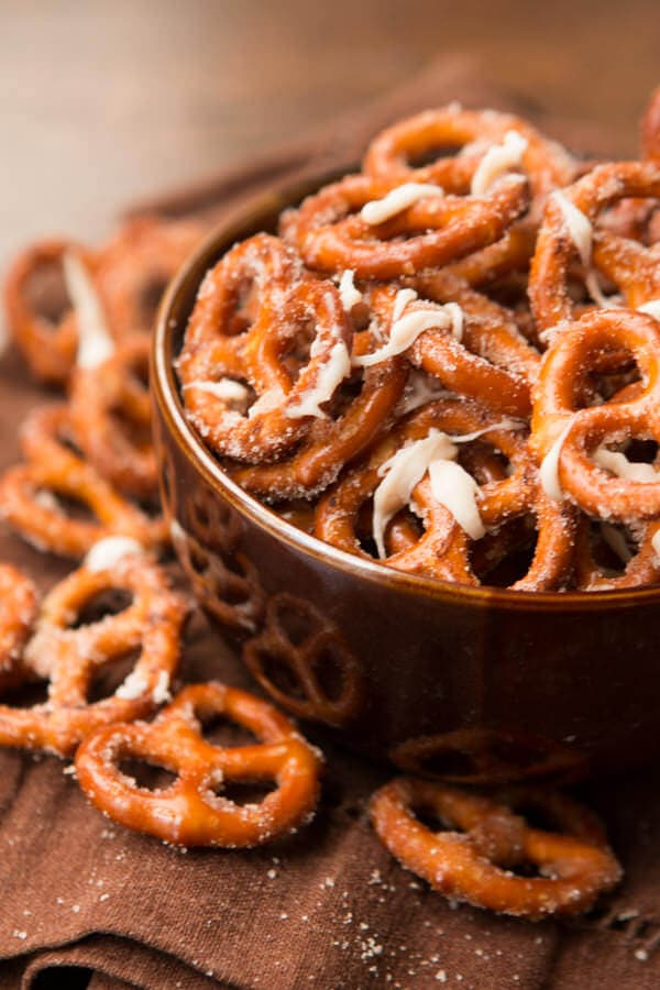 Pumpkin Spice Pretzels for holiday snacking! ohsweetbasil.com