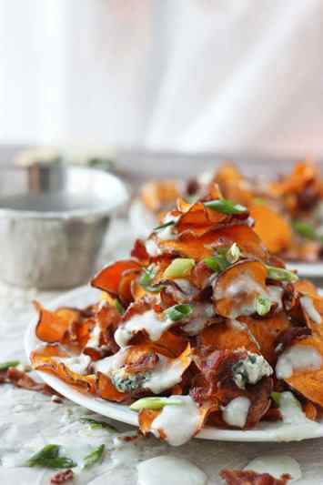 Baked-Sweet-Potato-Chips-with-Blue-Cheese-Sauce-and-Bacon-7