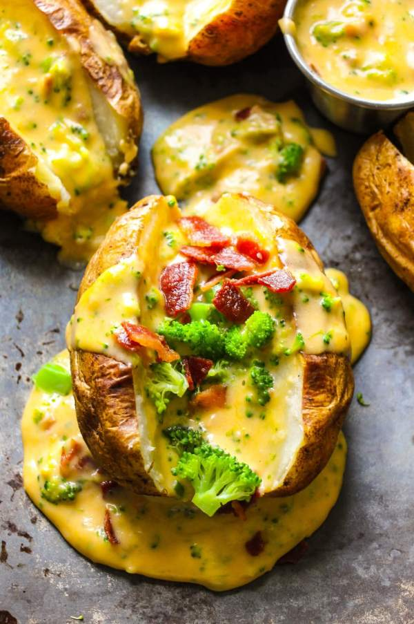 The baked potatoes get sliced in half, baked in the oven and topped with a loaded bacon broccoli cheddar sauce. A super, easy family favorite dish on your table in 30 minutes.