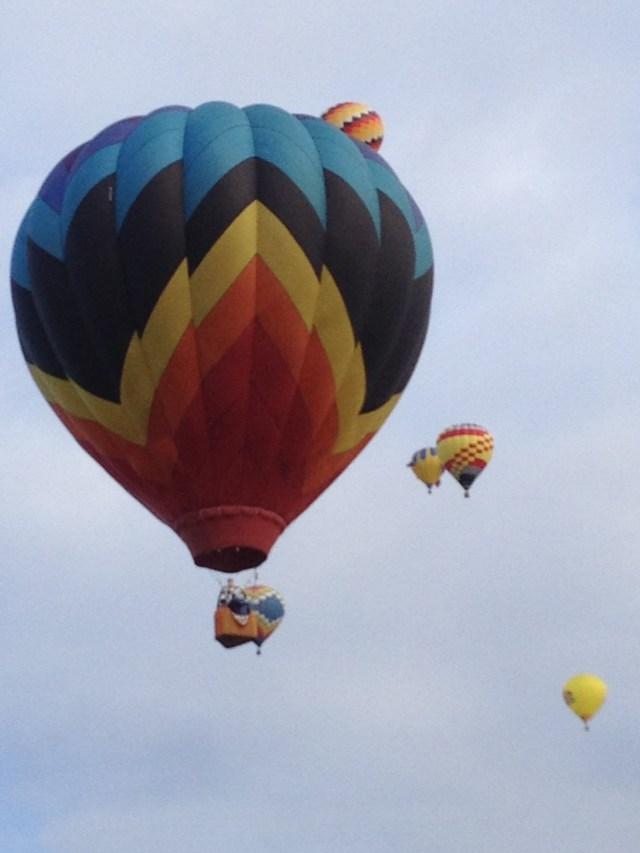 Symmetrical balloon