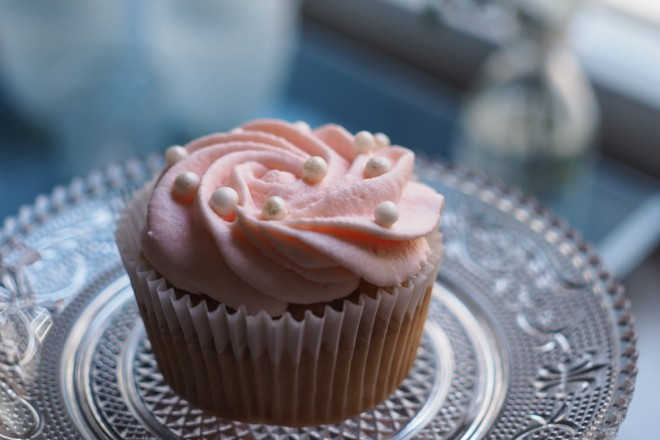Champagner-Cupcakes-Backrezept-mit-rosa-Frosting-ohwiewundervoll.com-7