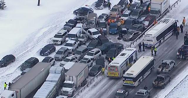 Rajada de neve no sul de Ontário causa milhões em estragos