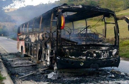 bus incinerado 1.jpg