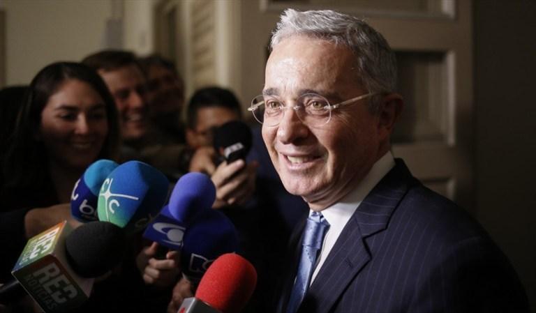 Aprobada en Comisión Séptima 'prima extra' propuesta por Uribe