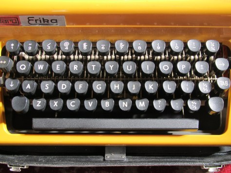 Manual typewriter keyboard
