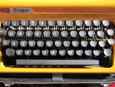 Manual typewriter keyboard