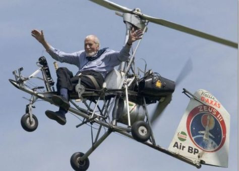 Ken Wallis hands off flypast