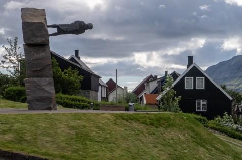 Tróndur Gøtuskegg statue, Norðragøta