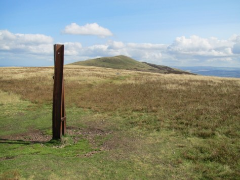 Capelaw Hill, looking towards Allermuir Hill