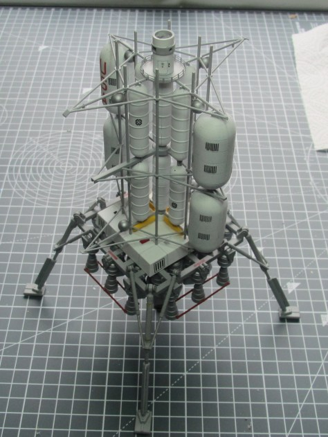 Pegasus 1/350 Von Braun Moon Lander part assembled