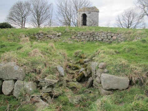 """Broch and """"charnel house"""", Laws Hill"""