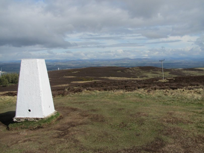 View towards Keillor Hill from Lundie Craigs