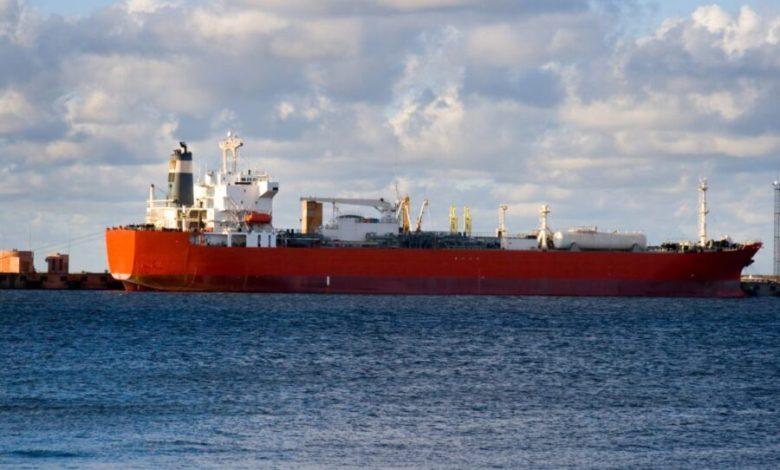 Ataque a buque iraní dispara el precio del petróleo