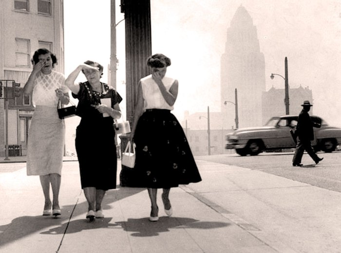A smoggy day in L.A. - 1954