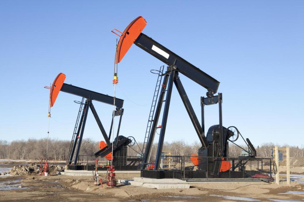 OilDerrickdrilling-equipment