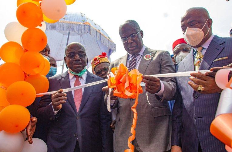 NIGERIA: Buhari inaugurates 5,000 bpd Waltersmith Modular Refinery