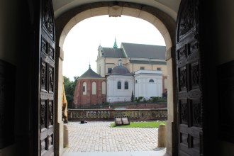 WHAT WARSAW WHISPERS – A PHOTOESSAY