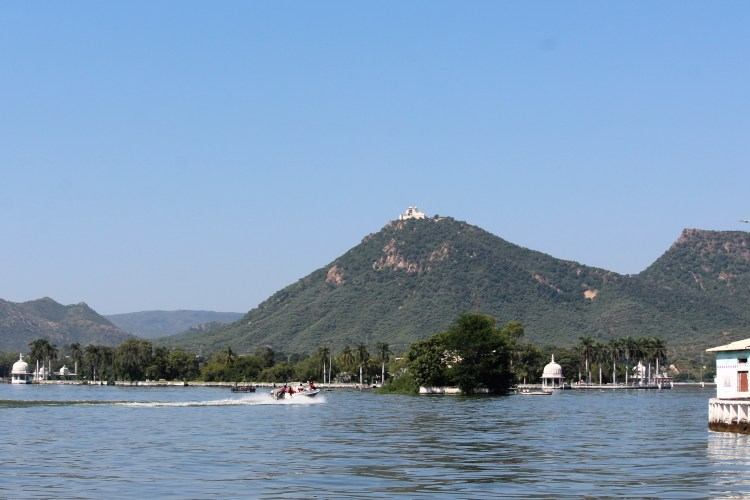 You can also indulge in watersports at Fatehsagar!