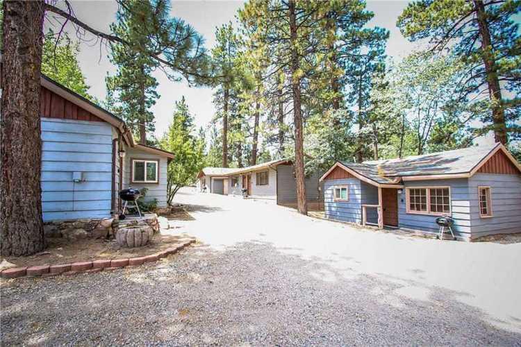 Fox n Bear Cottages (Courtesy: Big Bear Cool Cabins)