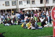 Praça Velha despida de guardenses para         assistir ao primeiro jogo de Portugal