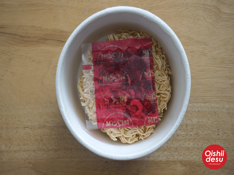 Photo Description: the bowl of noodles which in this picture depict the noodles along with the vegetable packet.