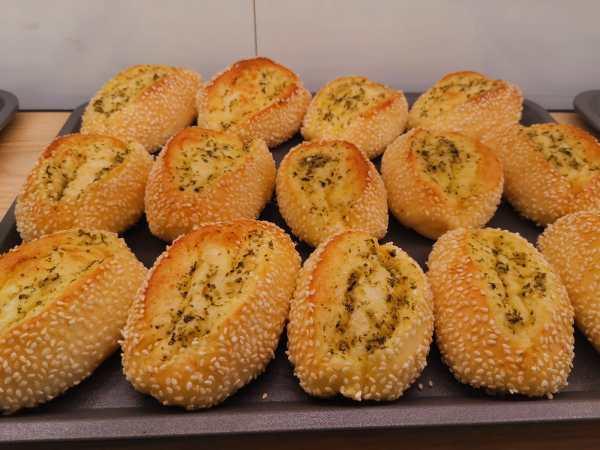 Oishi Pan Bakery Singapore - Best Garlic Bread In A Tray