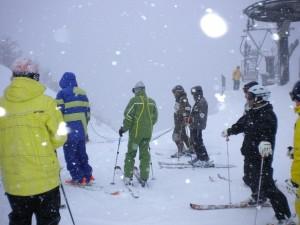午後1新雪1.メートル斜度40.°スーパーオリオンオープン待ち