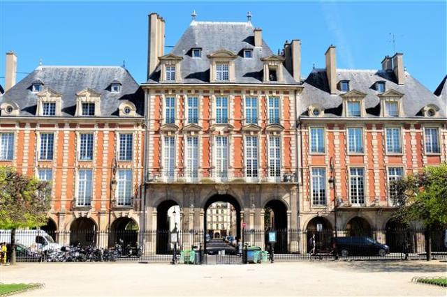 Placa des Vosges Paris (2)