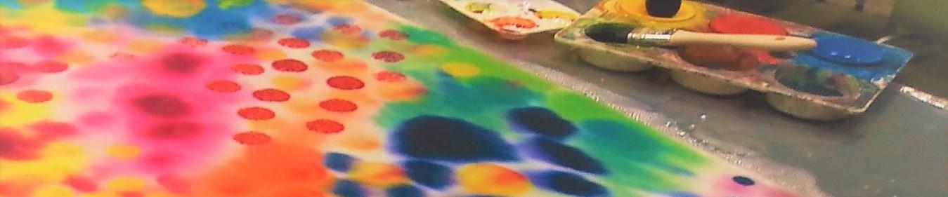 värikäs maalaus, kuvataidemenetelmistä esimerkkinä hinnasto-sivulla