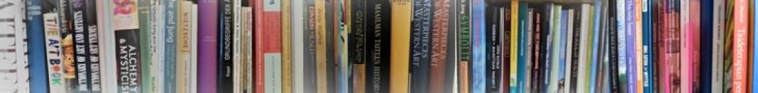 Taideasiantuntemusta, kuvassa alan kirjoja