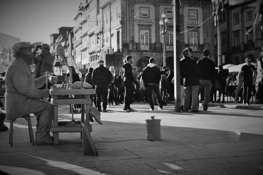 Há muitos artistas de rua pela ribeira   Crédito: Verônica Batista