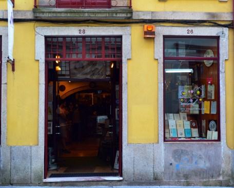 Livraria na Rua das Flores, no Porto | Crédito: Verônica Batista