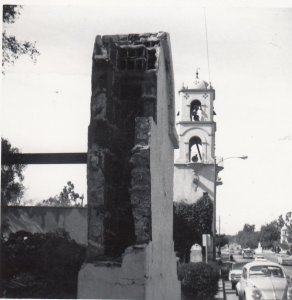 The pergola was bombed in 1969 and later removed.