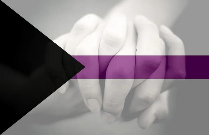 Demisexualidad. Imagen de manos entrelazadas y la bandera de la demisexualidad