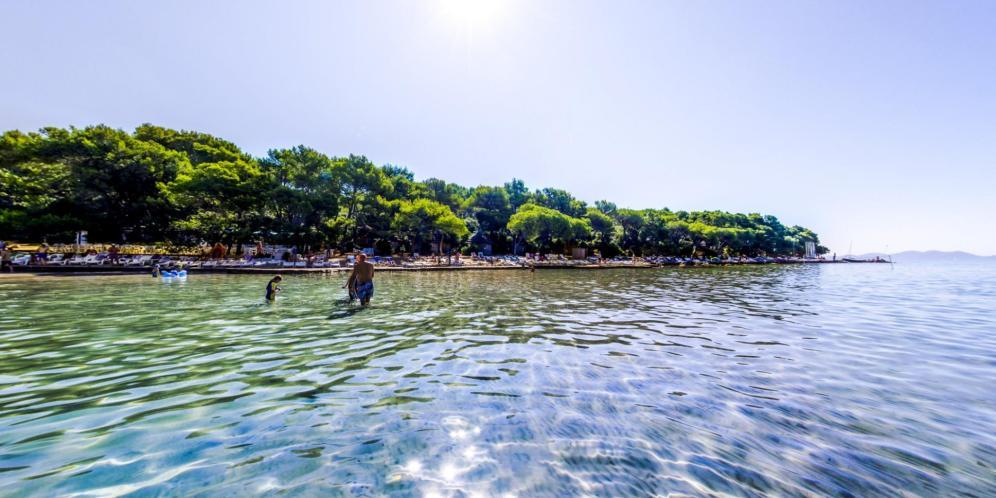 28052017230751_pine-beach-pakostane-pjescana-plaza-003