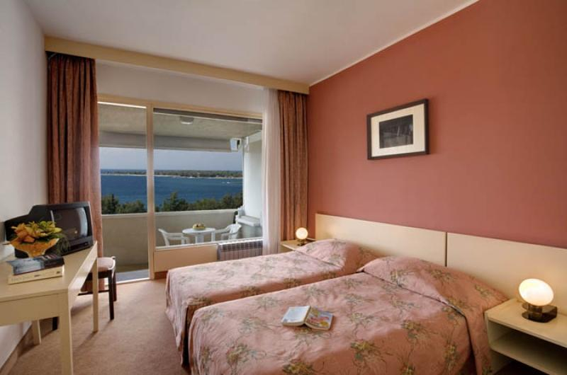 pical-hotel-twin-room-800x0