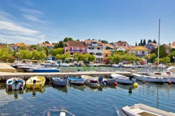 colorful-tourist-town-of-petrcane-xbrchx-fotolia.com[1]