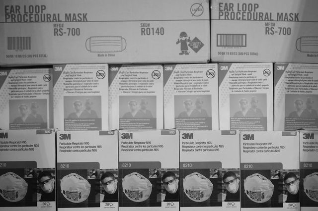 There are several ways to know if an N95 mask is fake (Photo: John Minchillo / AP)