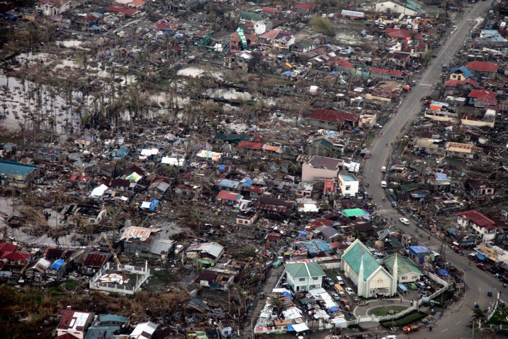 Tacloban, en Filipinas, una de las zonas más devastadas por el súper tifón Haiyán, en noviembre del 2013. El paso del ciclón coincidió con la negociación climática de la COP19 y sirvió de trasfondo para una negociación sobre mecanismos de daños y pérdidas.