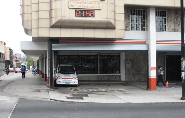 La Agencia Metropolitana de la CNFL tiene una estación de carga y está ubicada 200 metros sur de la catedral de San José.