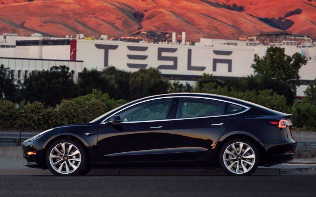 Tesla saca el Model 3 para conquistar al gran público