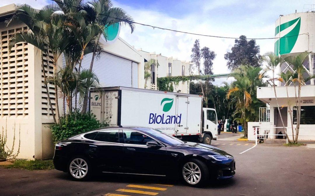 Bioland trajo un Tesla a Costa Rica para  promover el transporte eléctrico