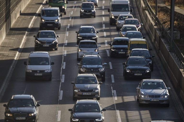 La UE logra a duras penas un acuerdo para reducir las emisiones de los coches