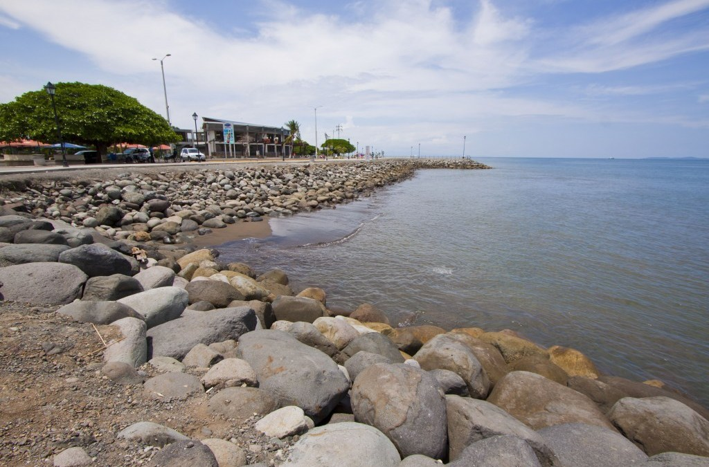Puntarenas y Limón: 27 mil personas en riesgo de inundaciones costeras