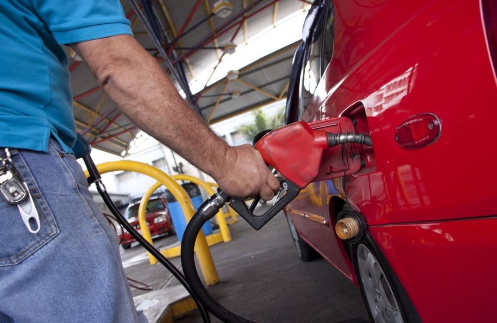Mezcla de gasolina con etanol continúa sin fecha definida tras fallido intento de implementación