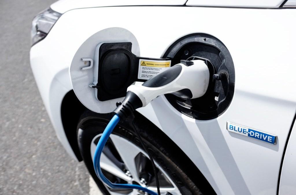 Red de carga rápida para carros eléctricos creció lento en 2019, pero cumplió