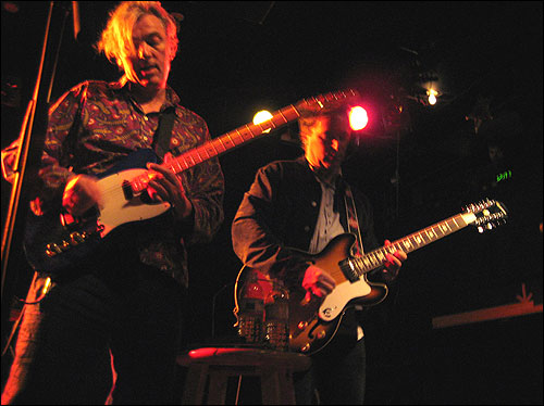 Robyn Hitchcock and Peter Buck of the Venus 3