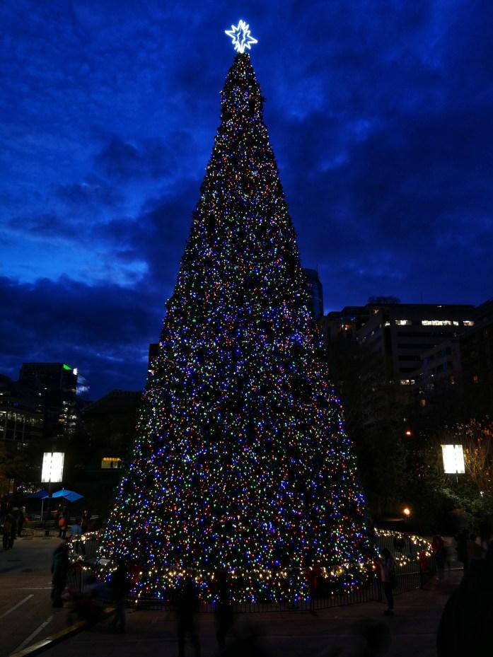 Weihnachtsbaum auf dem Robson Square